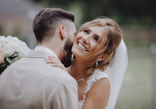 couple-rire-mariage-joie-femme