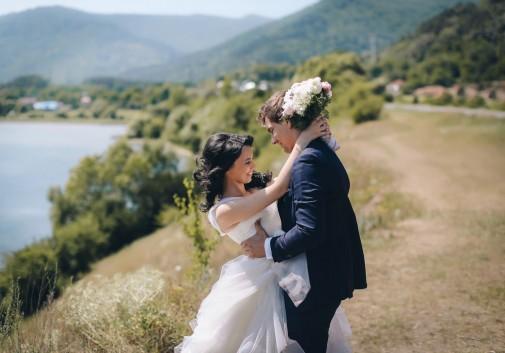 couple-roumanie-mer-nature-mariage