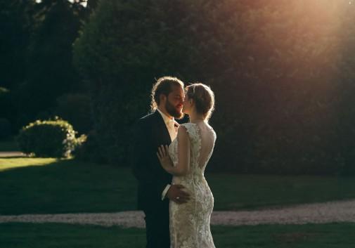 couple-soleil-mariage-joie-bonheur
