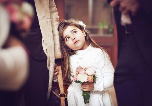 enfant-mariage-enfance-bouquet-fleur