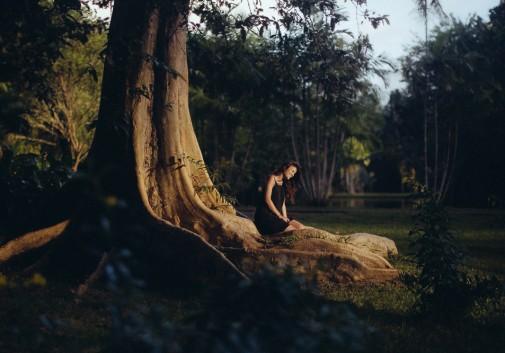 femme-arbre-ile-maurice-rire