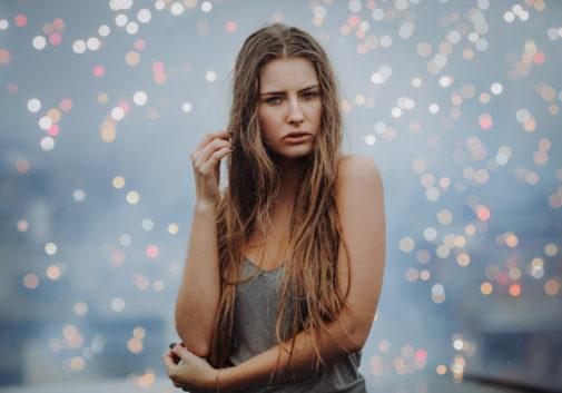 femme-blonde-pluie-magie-portrait