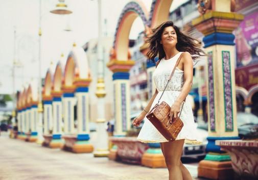 femme-brune-joie-malaisie-rue-femme