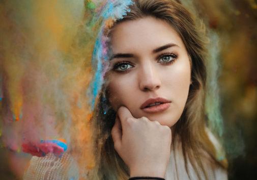 femme-holi-festival-portrait-couleur