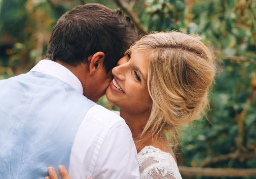 femme-joie-blonde-rire-mariage