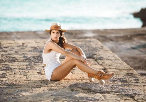 femme-mode-mer-plage-chapeau