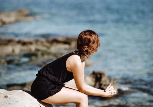 femme-mode-mer-talon-eau
