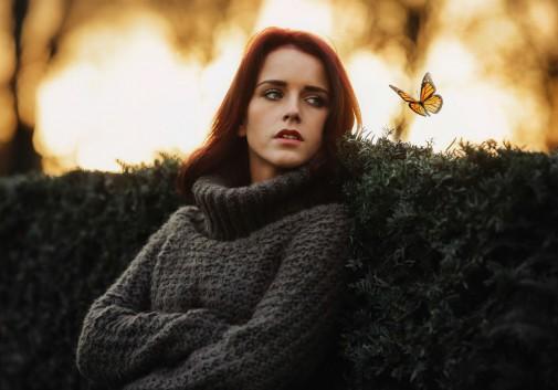 femme-papillon-nature-magie-portrait