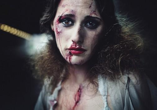 femme-sang-halloween-blessure