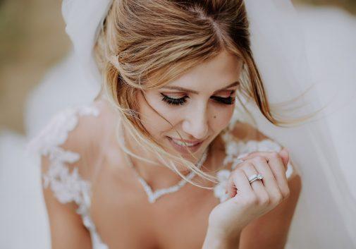 femme-zoom-visage-mariage-sourire