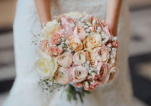 fleur-mariage-couleur-detail-robe