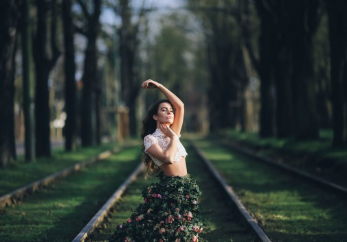 fleur-nature-femme-brune-stylisme