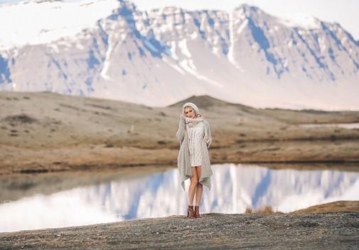 glacier-portrait-femme-blonde-islande