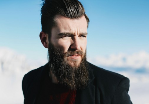 hipster-homme-barbe-montagne-suisse