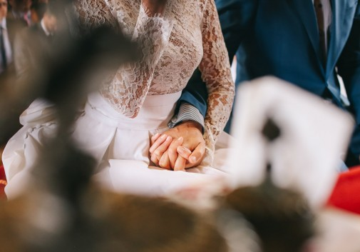 mains-amour-mariage-calin