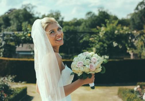 mariée-bonheur-mariage-cérémonie-bruxelles-blonde