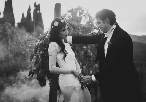 mariage-couple-vigne-toscane-amour