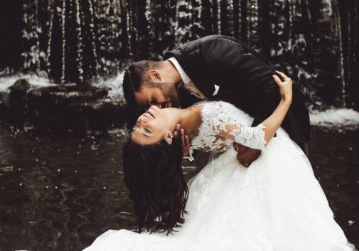 mariage-eau-cascade-joie-amour