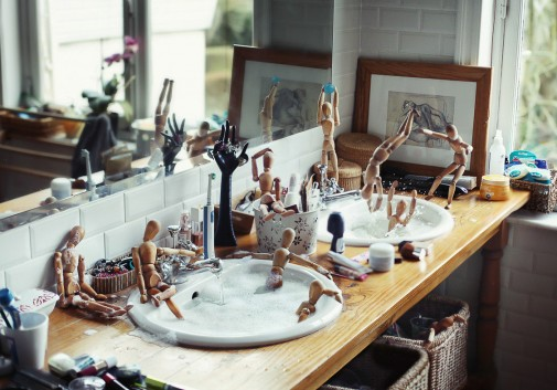 pantin-salle-de-bain-drole