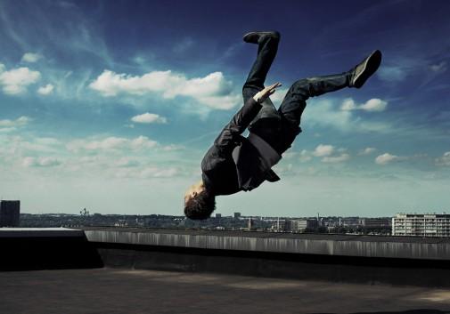 saut-salto-toit-magique-ciel